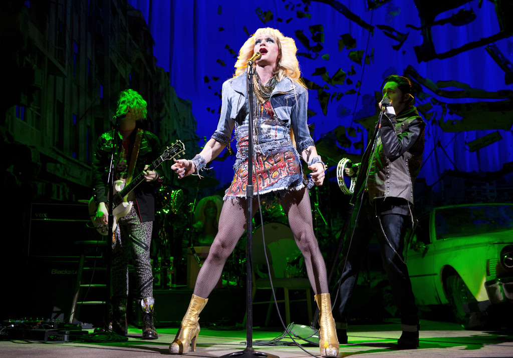Harris channels 'Hedwig' when audience acts unruly