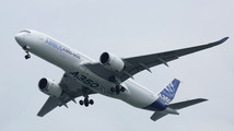 Airbus keeps tight rein on cabin design as A350 launch nears