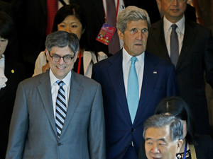 China committed to cutting FX intervention: Lew