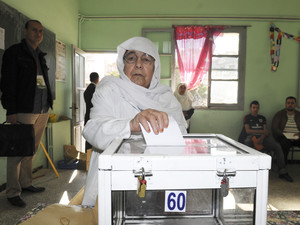 Algerians trickle to polls in presidential vote