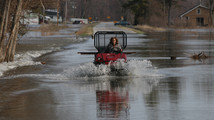 Dry weather helps Michigan floodwaters recede