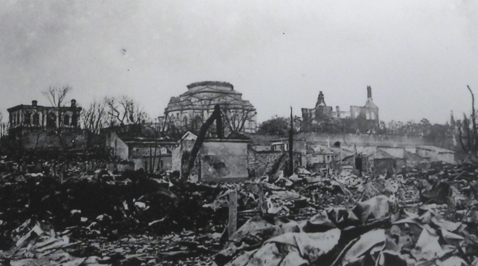 Tokyo_Resurrection_Cathedral_-_after_1923_earthquake.jpg