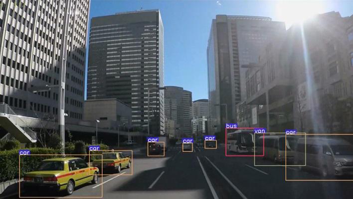 メインビジュアル : AI×画像認識技術で、リアルタイムに街中監視を実現!
