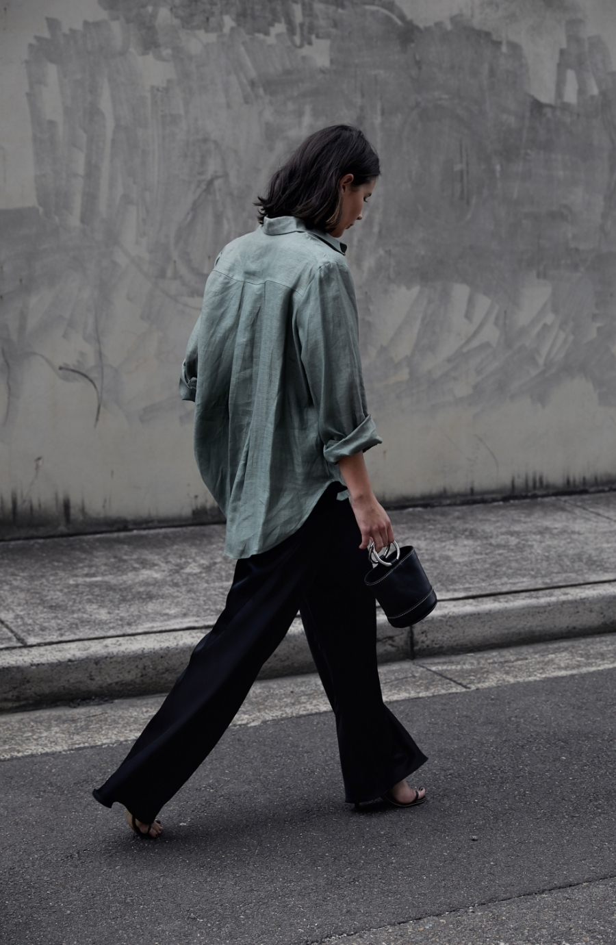 khaki-and-black_simon-miller-bag_australian-fashion-blogger_harperandharley_2-n6j279nao7txr1fqk0wl7qk48ucel0182m8dy8eqqw.jpg