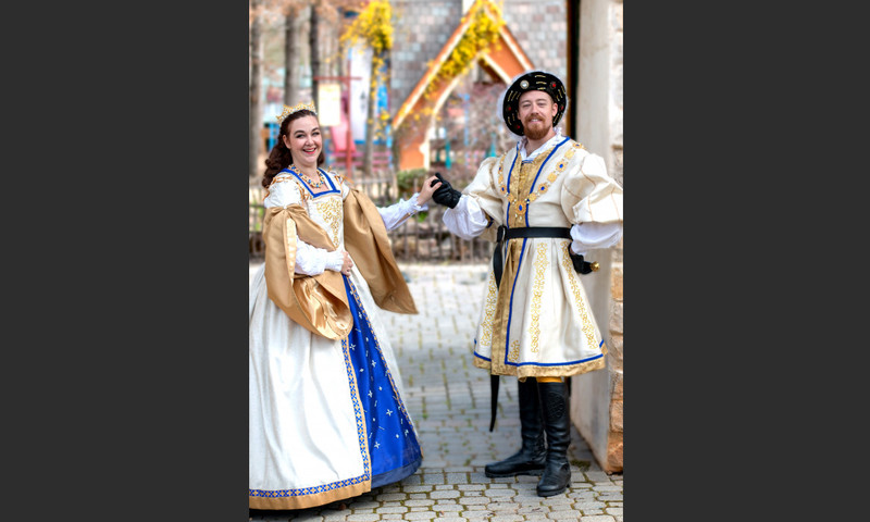 It's the last weekend to visit the Georgia Renaissance Festival. Meet King Henry VIII and his bride (well, his first bride).