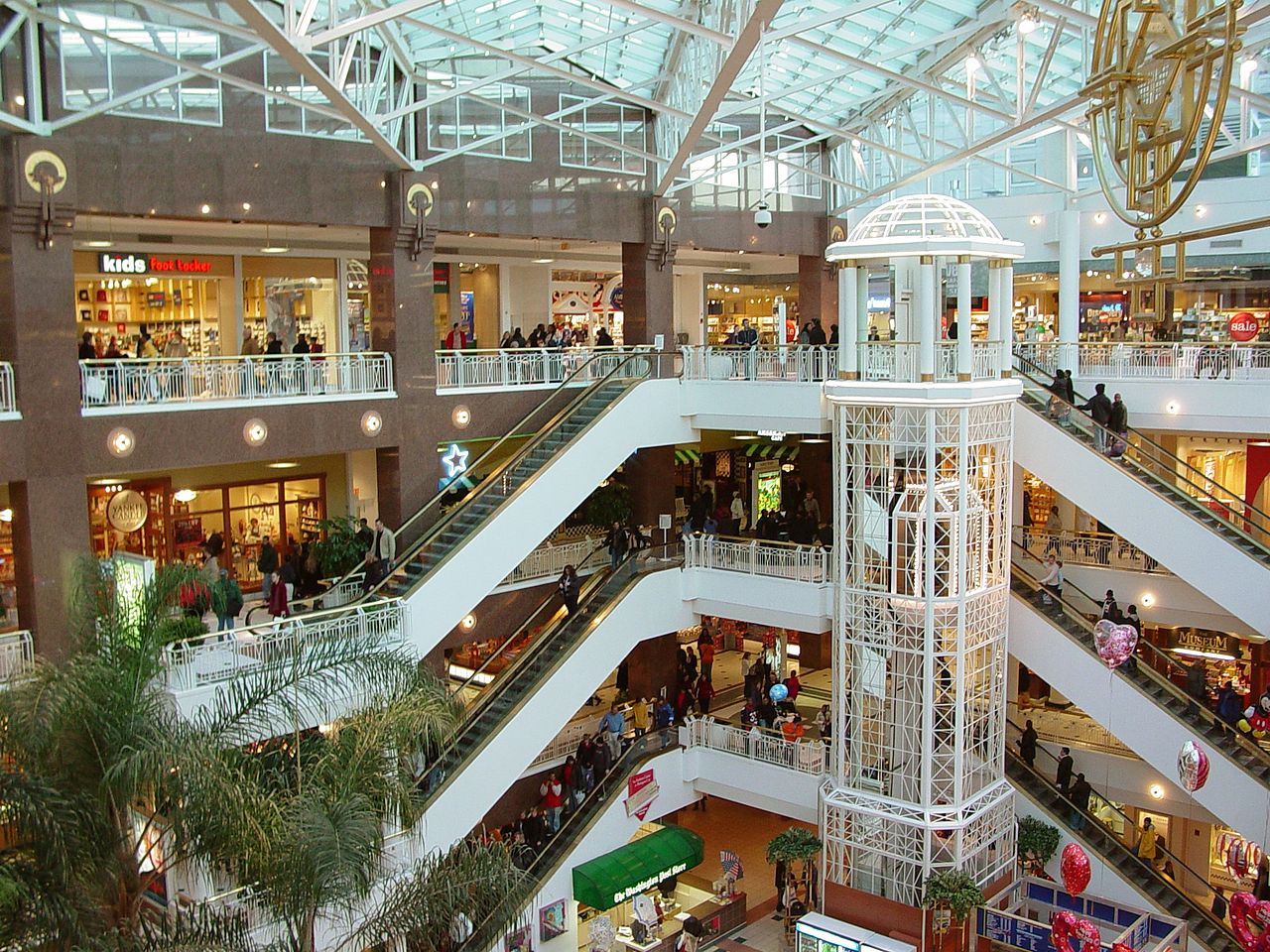 1280px-Pentagon_city_mall.jpg