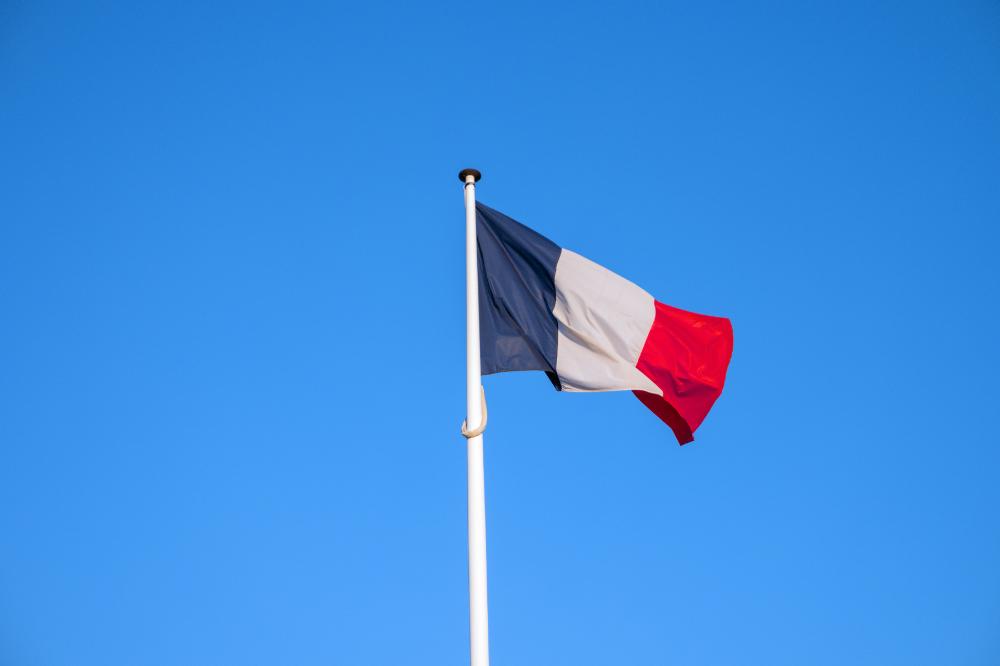 メインビジュアル : AI戦略を富士通、ディープマインド、サムスンの協力で刷新するフランス政府