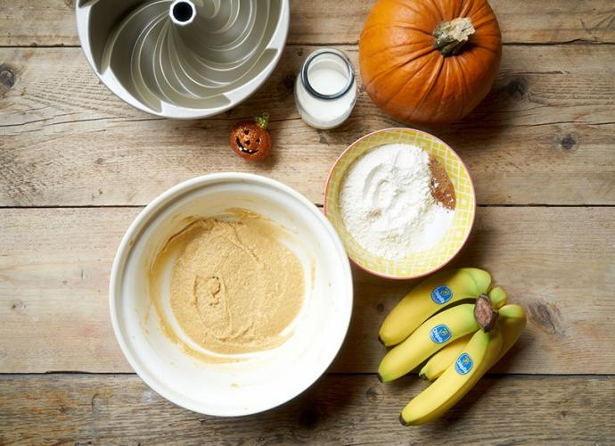 Pumpkin_and_Banana_Bundt_Cake_2_RE07_dm.jpg