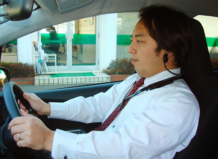 メインビジュアル : 居眠り運転を事前に感知!ドライバーを助けるウェアラブルセンサー