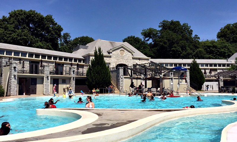 Atlanta locals love to make a splash at the Piedmont Park public pool. (Joleen Pete)
