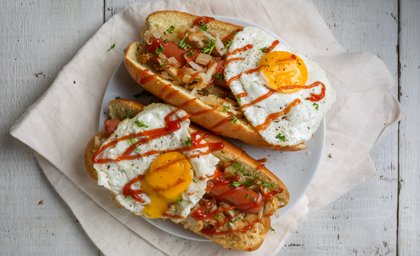 Breakfast-Hot-Dog-runny-yolk_Hot-Hot-Dog-Toppings_Hebrew-National_820x500.jpg