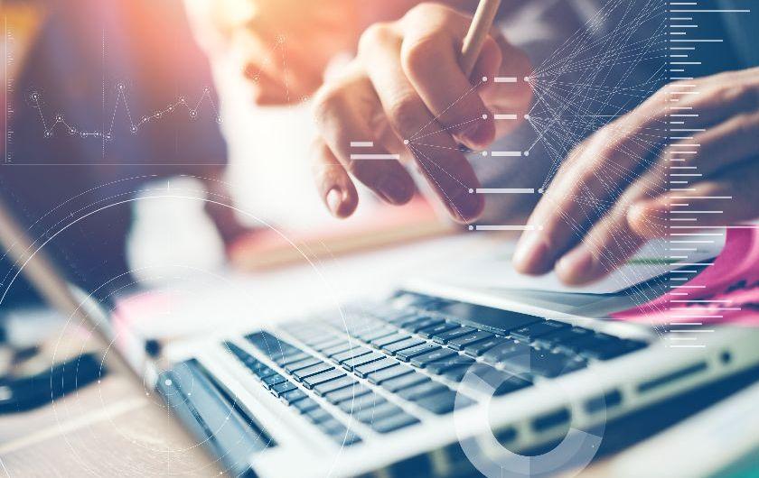 メインビジュアル : 銀行のDX成功の鍵を握る4つの要素