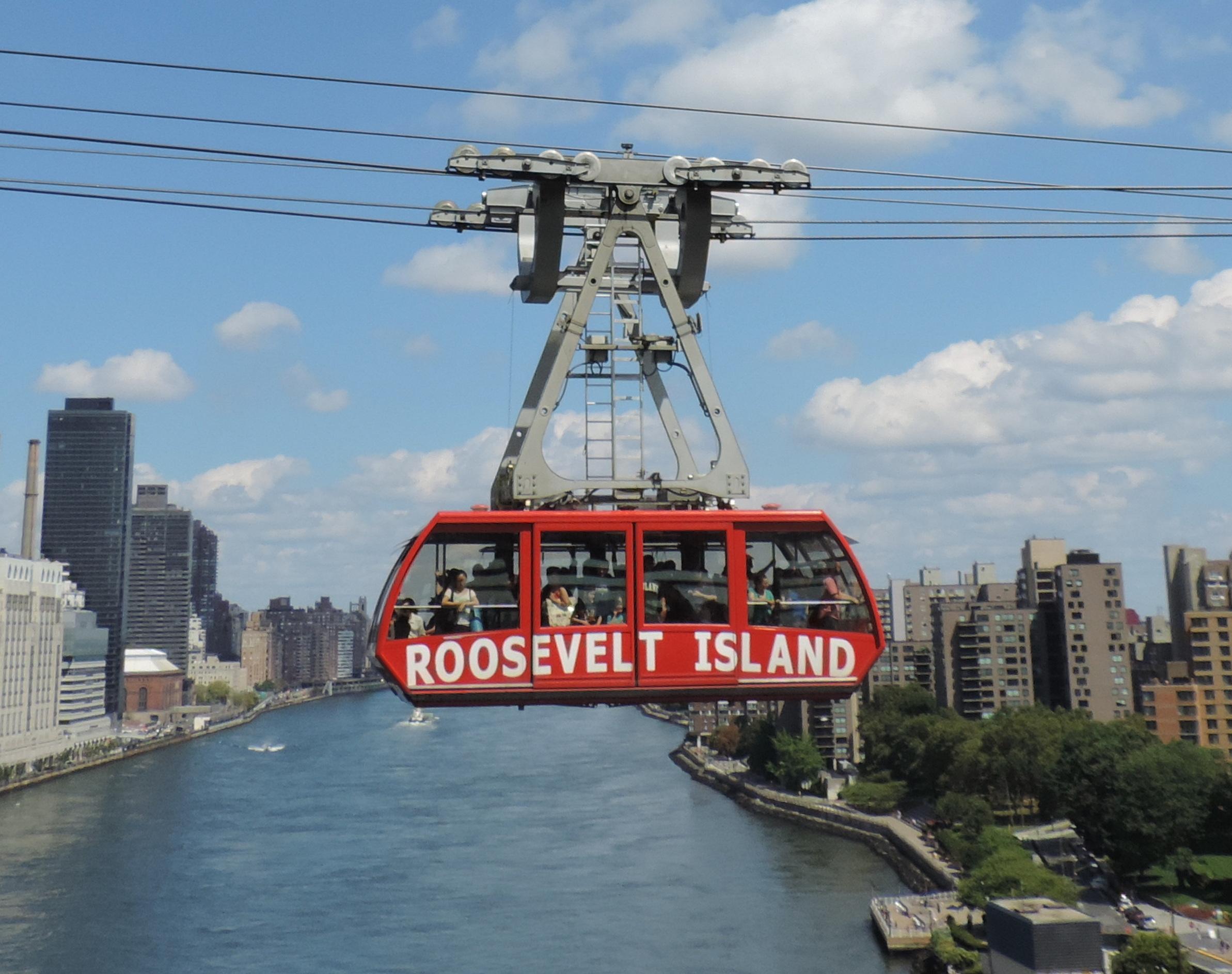 New_Roosevelt_tram_fr_QBB_jeh.jpg