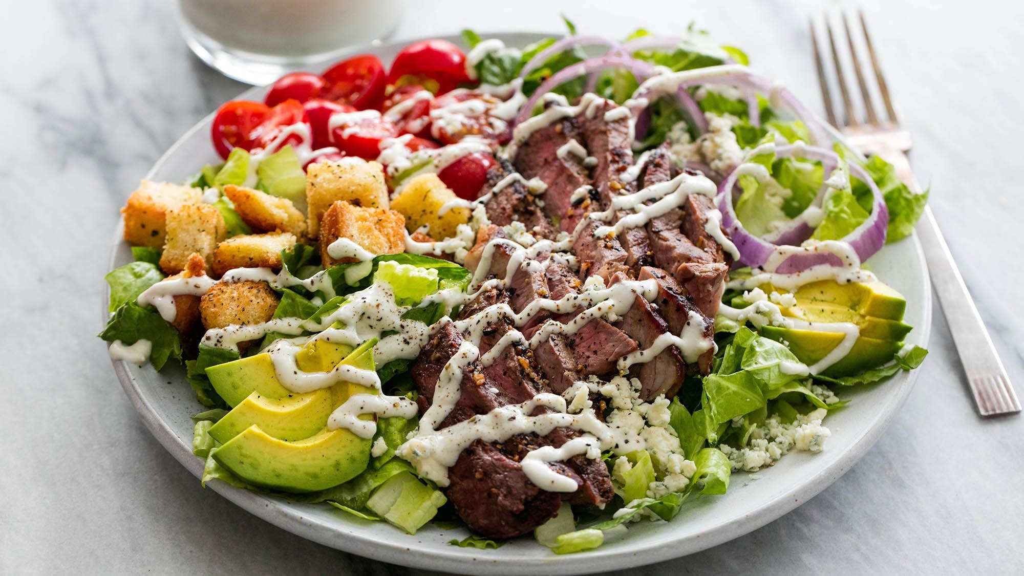 Steak salad with avocado