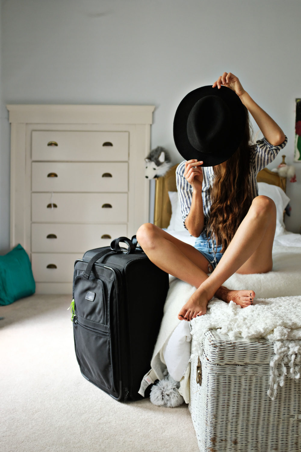 ohdeardrea-travel-how-to-pack-a-hat-blog-drea-luggages.jpg