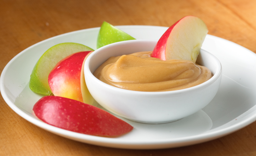 Apple-with-Creamy-Peanut-Butter-Dip_820x500.jpg